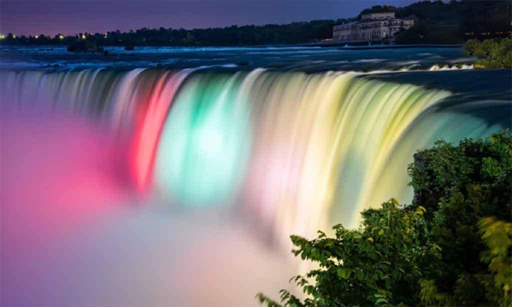 Hình ảnh thác nước bảy màu