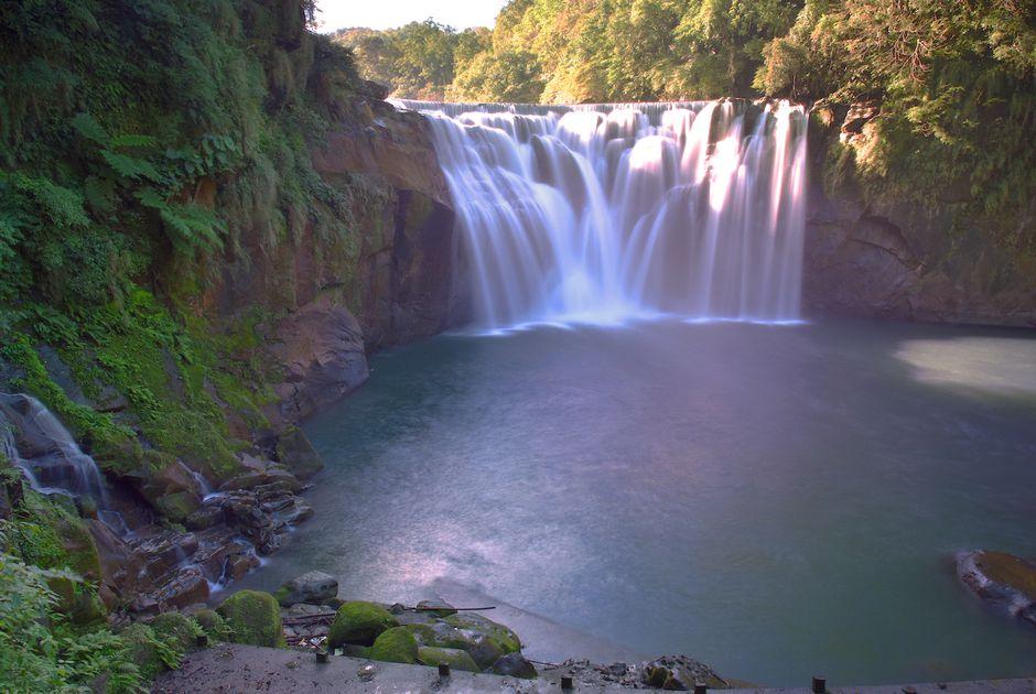 Hình ảnh thác nước đang chảy