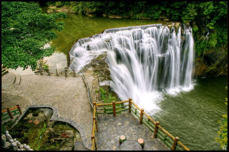 Hình ảnh thác nước nhỏ đẹp