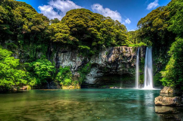 Hình ảnh thác nước trong xanh