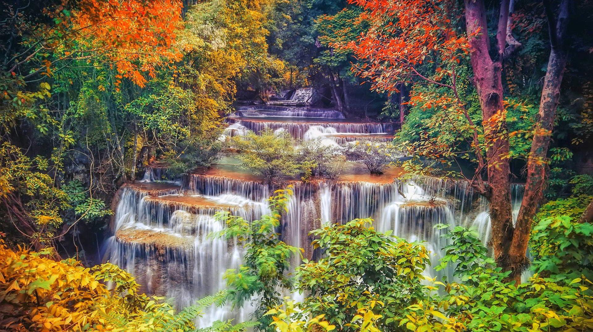 Hình ảnh thác nước vào mùa thu