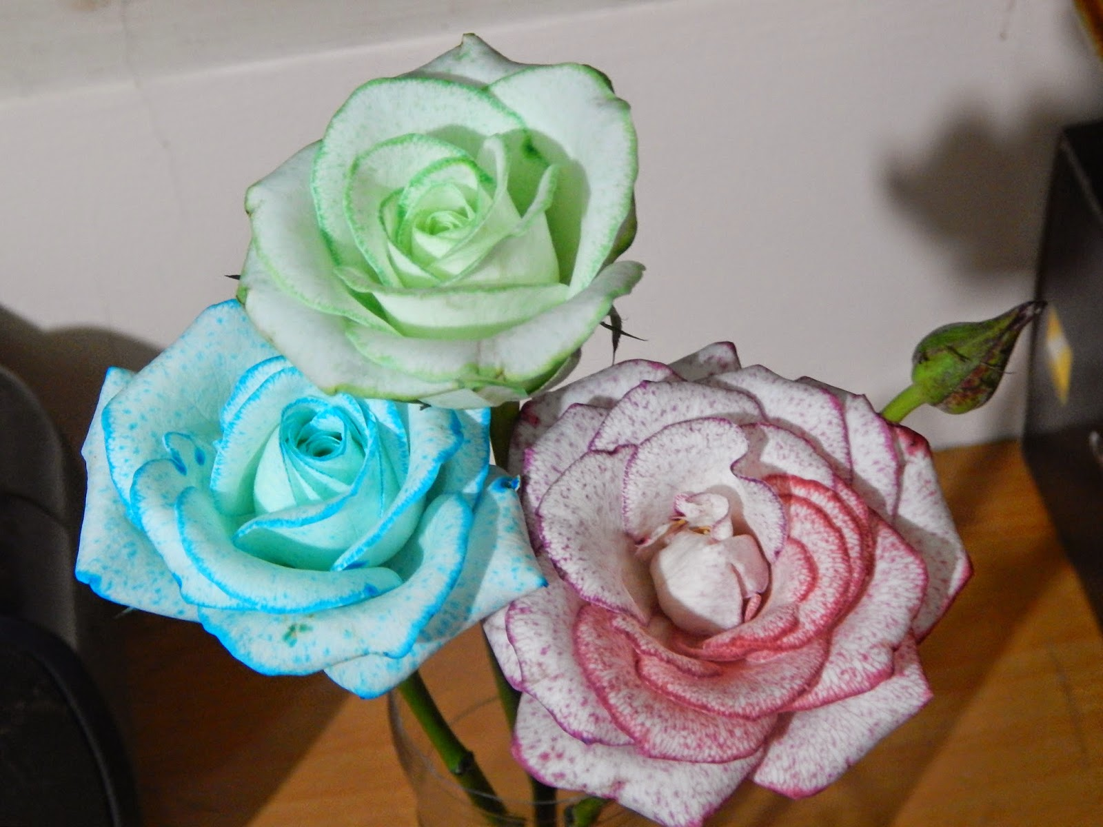 Hình ảnh hoa giả hoa hồng màu xanh
