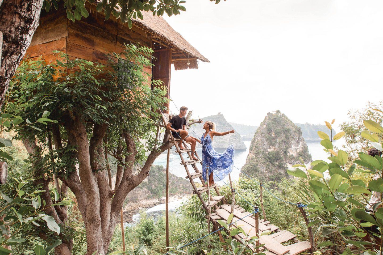 Hình ảnh nhà ở trên cây giữa núi rừng sông nước