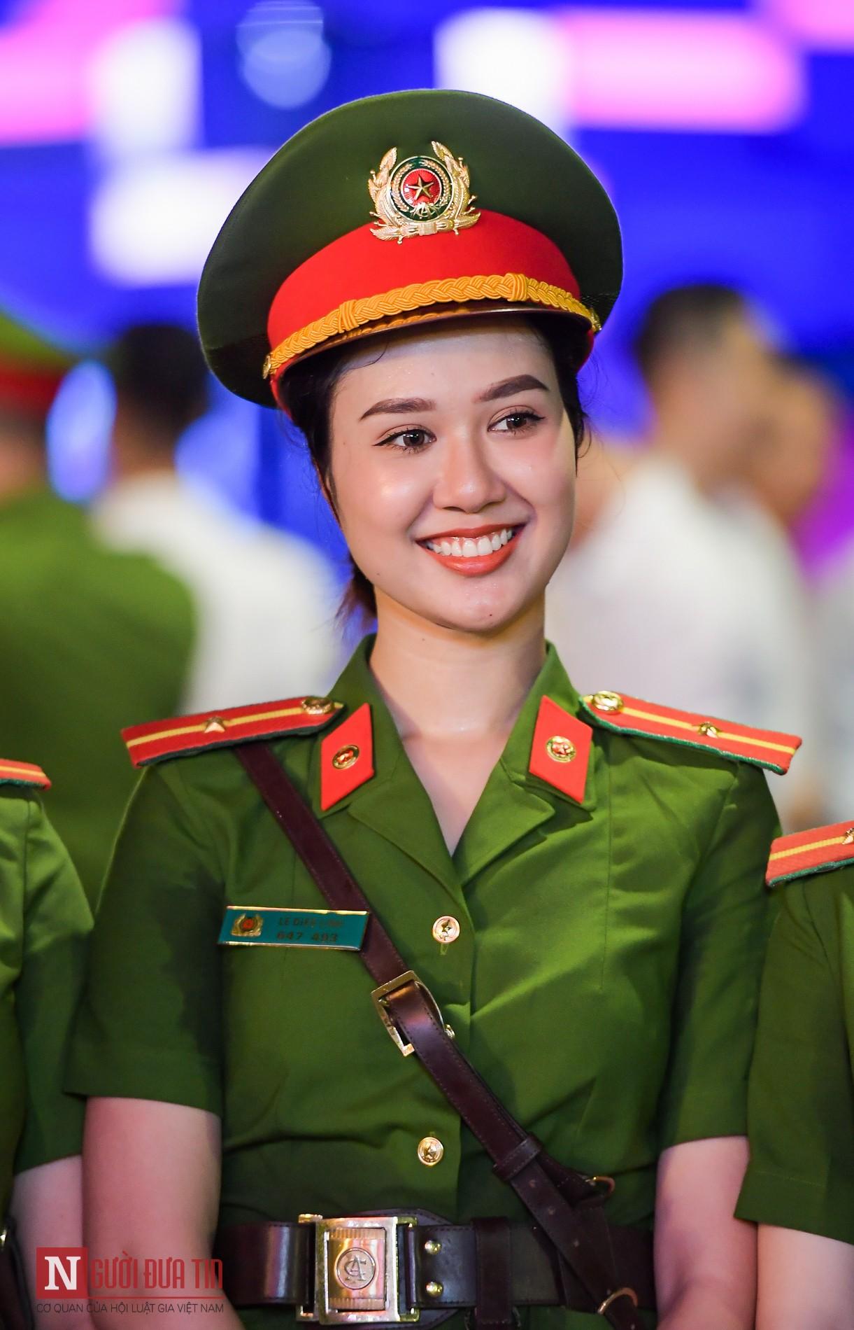 Hình ảnh nữ công an mặc đồng phục đẹp