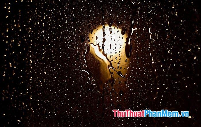 Đêm đông lạnh ngồi nghe tiếng mưa rơi