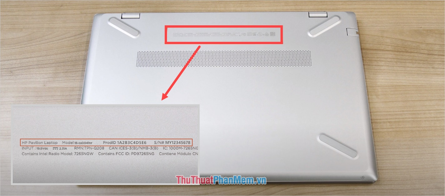 Lật đáy của Laptop và xem mã Serial Number