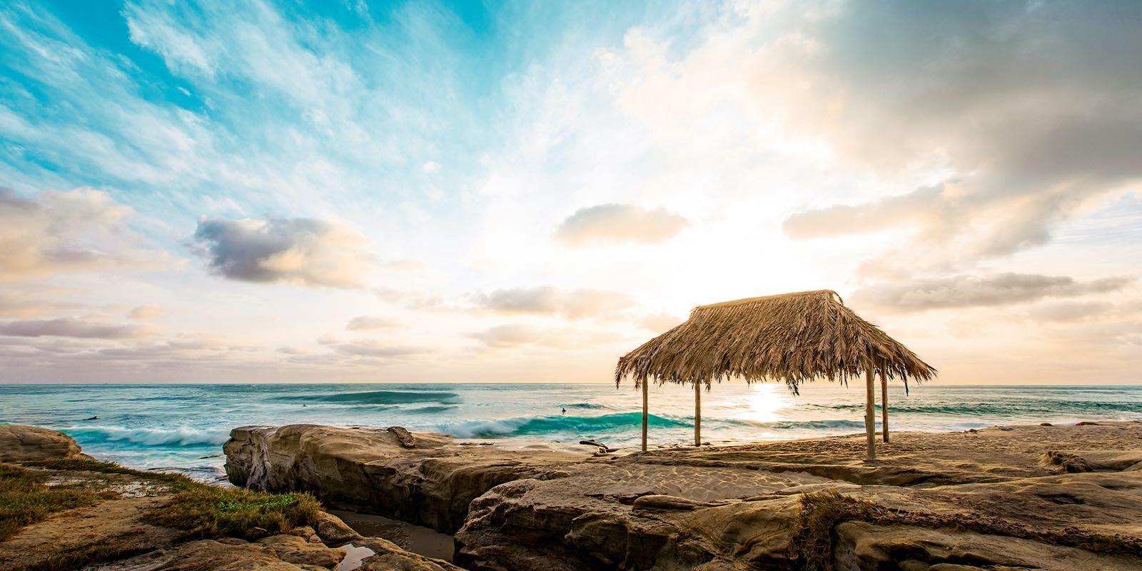 Hình ảnh background bãi đá bờ biển chòi rơm