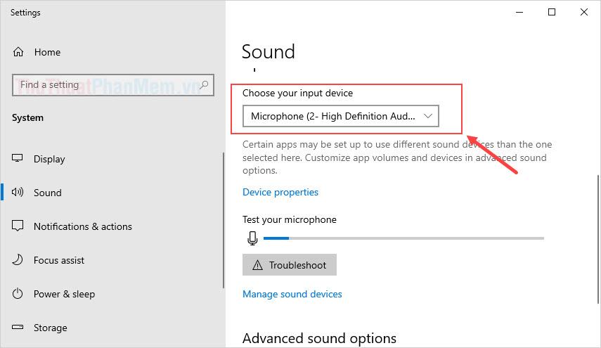 Tìm mục Choose your input device và lần lượt thay đổi từng lựa chọn Microphone để xem đâu là Microphone của tai nghe