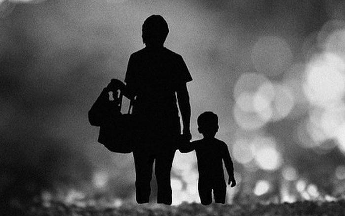Hình ảnh người mẹ chăm con