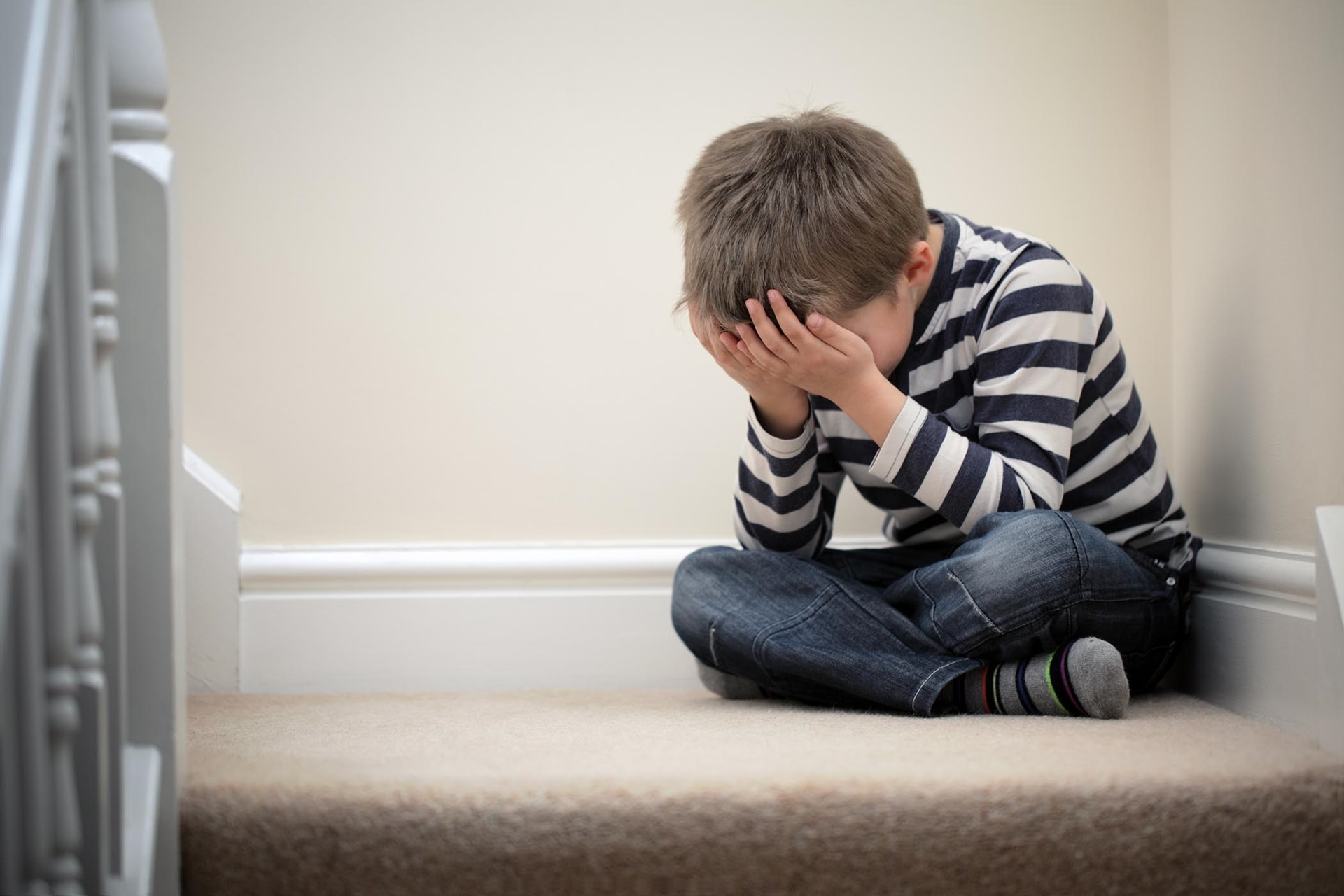 Ảnh bé trai buồn, khóc đẹp nhất