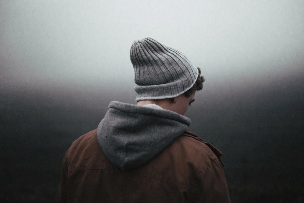 Ảnh con trai buồn, đau khổ, khóc vì thất tình