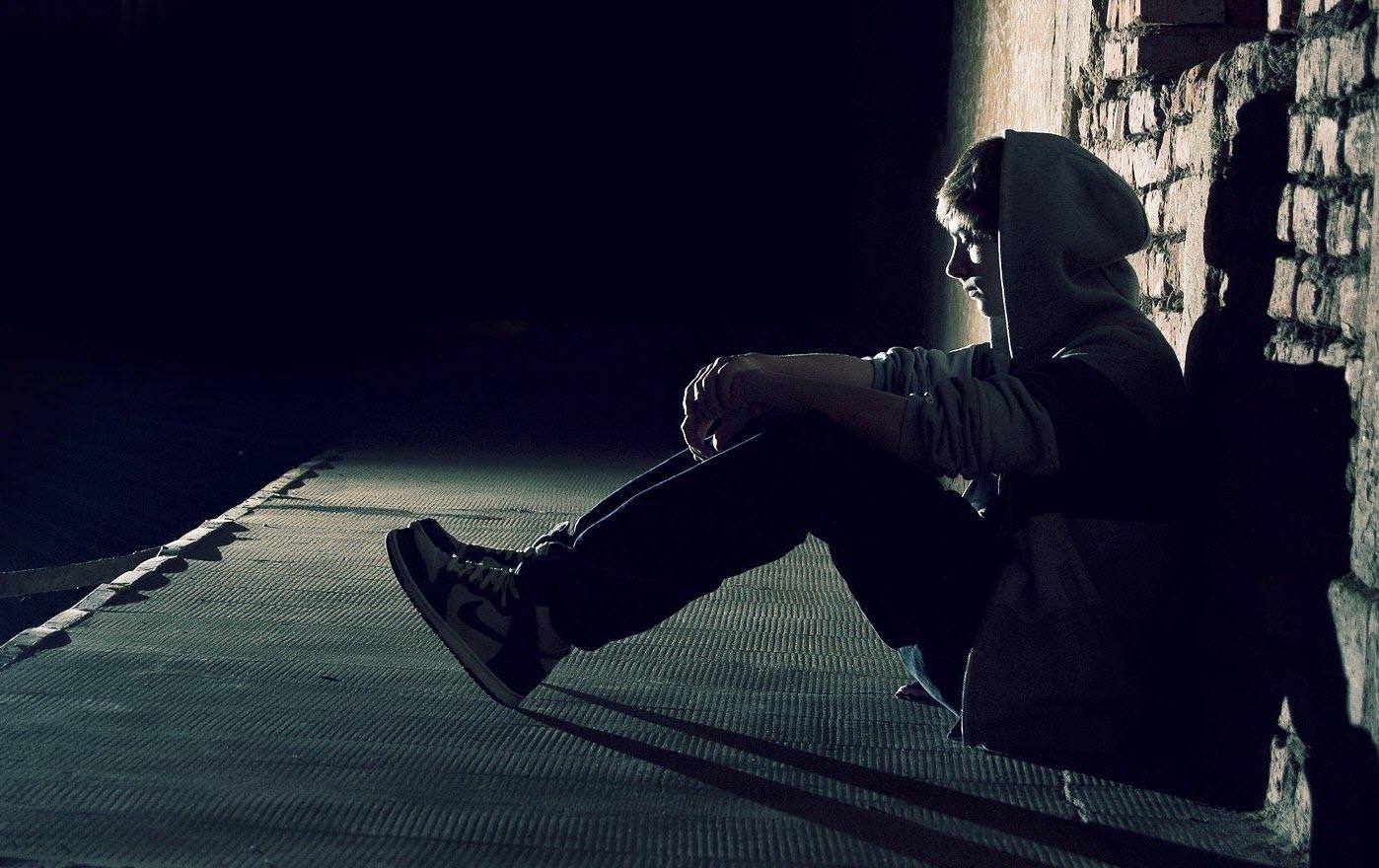 Ảnh con trai cô đơn, buồn, khóc đẹp