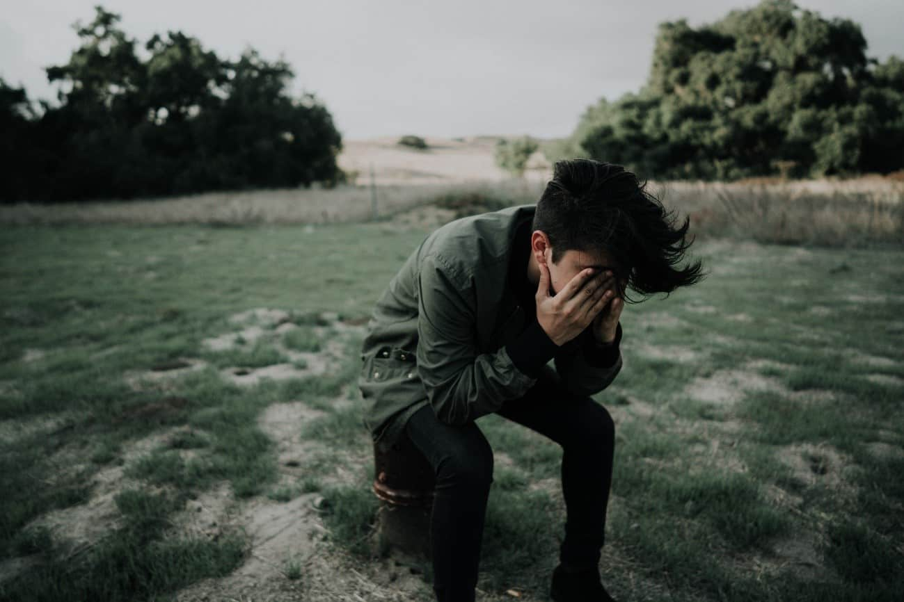 Ảnh con trai khóc một mình buồn nhất