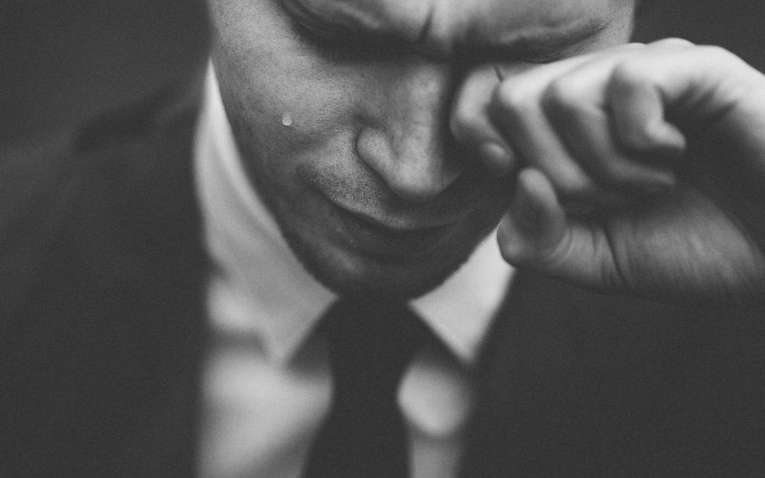 Ảnh khi người đàn ông khóc