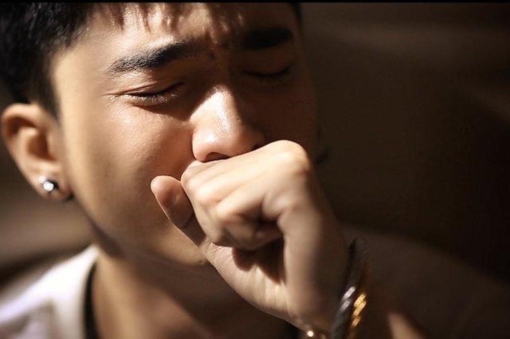 Khi người con trai khóc, buồn