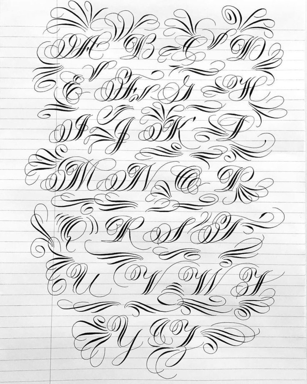 Mẫu chữ in hoa nghệ thuật
