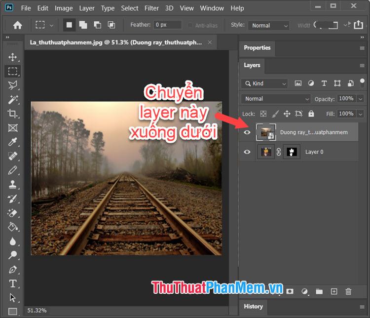 Bạn click, giữ chuột trái vào layer Background và di chuyển xuống bên dưới layer đối tượng ảnh