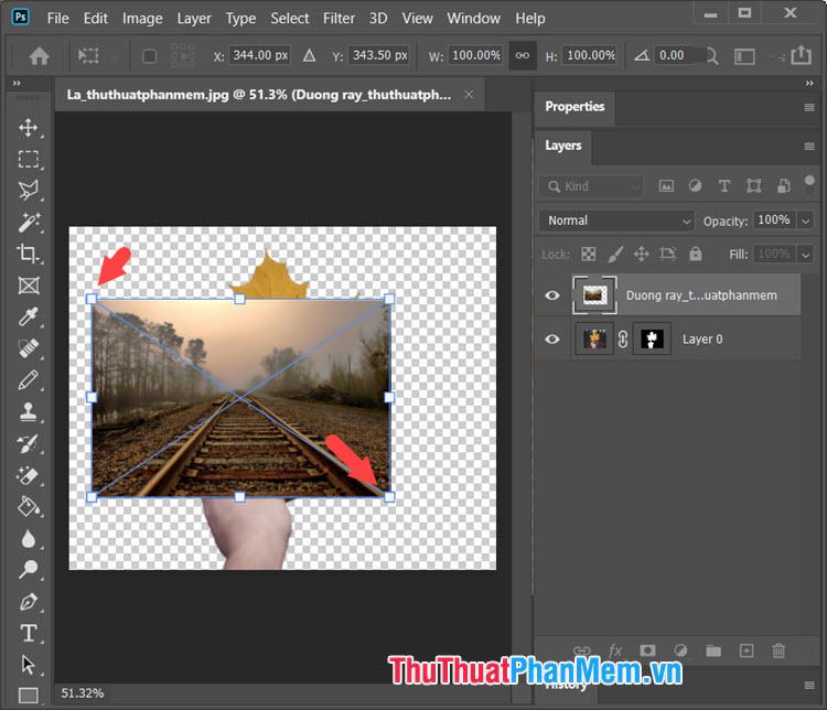 Bạn click và kéo các góc ảnh để phóng to ảnh background ra toàn bộ khung hình