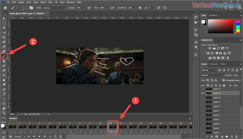 Chọn khung hình muốn chỉnh sửa dưới thanh Timeline và chọn các công cụ cần thiết để chỉnh sửa có sẵn trong Photoshop