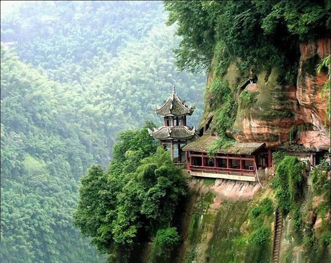 Hình ảnh chùa trên núi