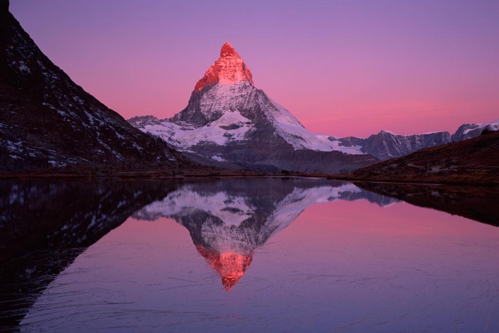 Hình ảnh ngọn núi màu đỏ