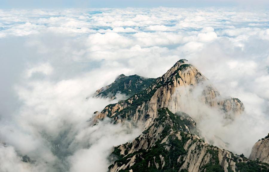 Hình ảnh núi hùng vĩ