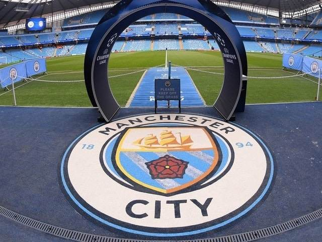 Ảnh logo Man City trên sân