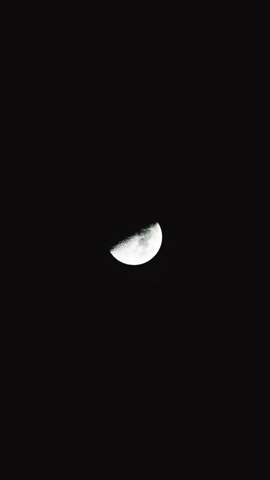 Hình ảnh nửa vầng trăng đen