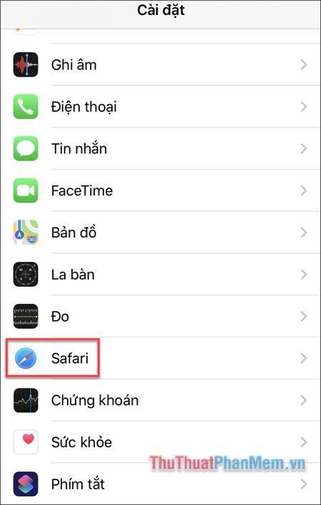 Bạn mở Cài đặt và đi tới Safari