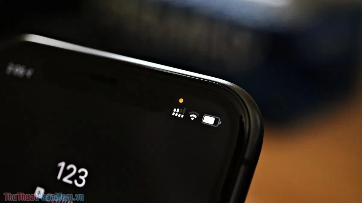 Dấu chấm cam trên màn hình iPhone là gì