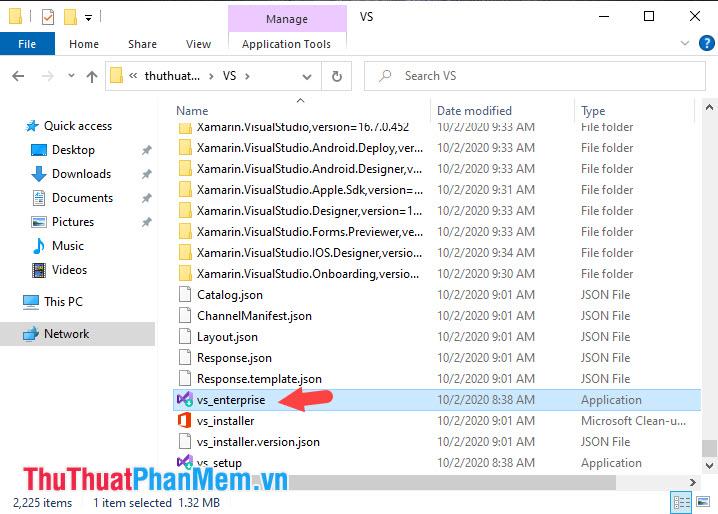 Bạn mở thư mục chứa bộ cài và click đúp vào file vs_enterprise