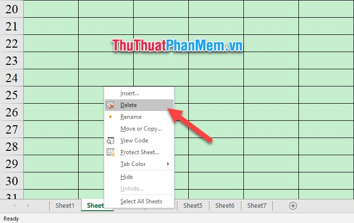 Click chuột phải vào tên sheet ở thanh tab của các sheet bên dưới rồi chọn Delete