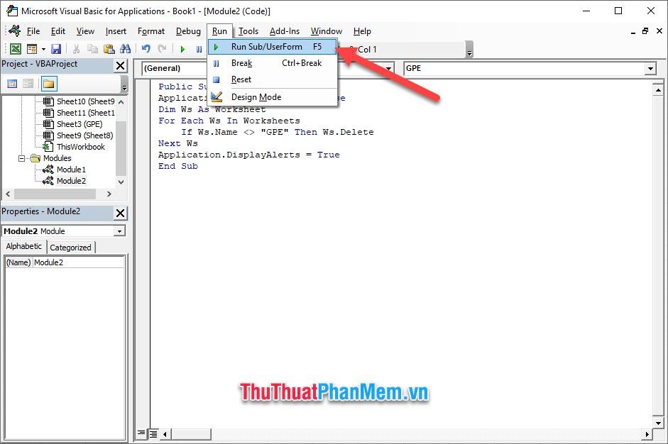 Click vào tab Run trên thanh công cụ ngang
