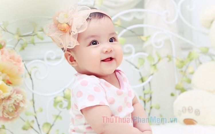 Hình nền em bé dễ thương