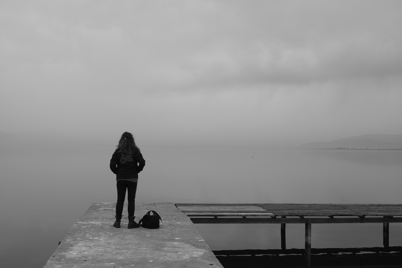 Background trắng đen đẹp