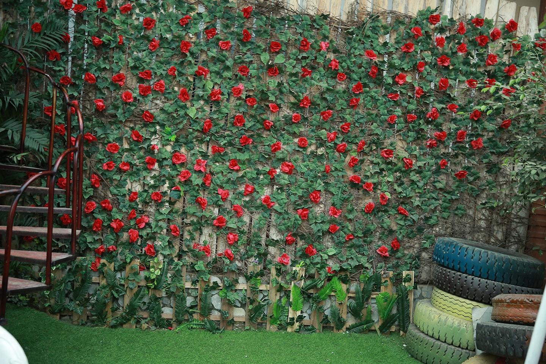 Background tường hoa để ghép ảnh gia đình