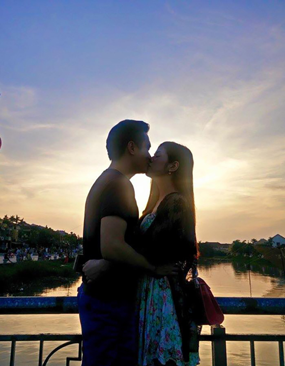 Hình ảnh cặp đôi yêu nhau và hôn
