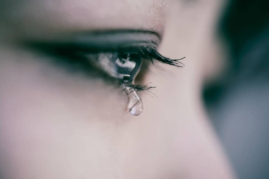 Hình ảnh nước mắt đau khổ
