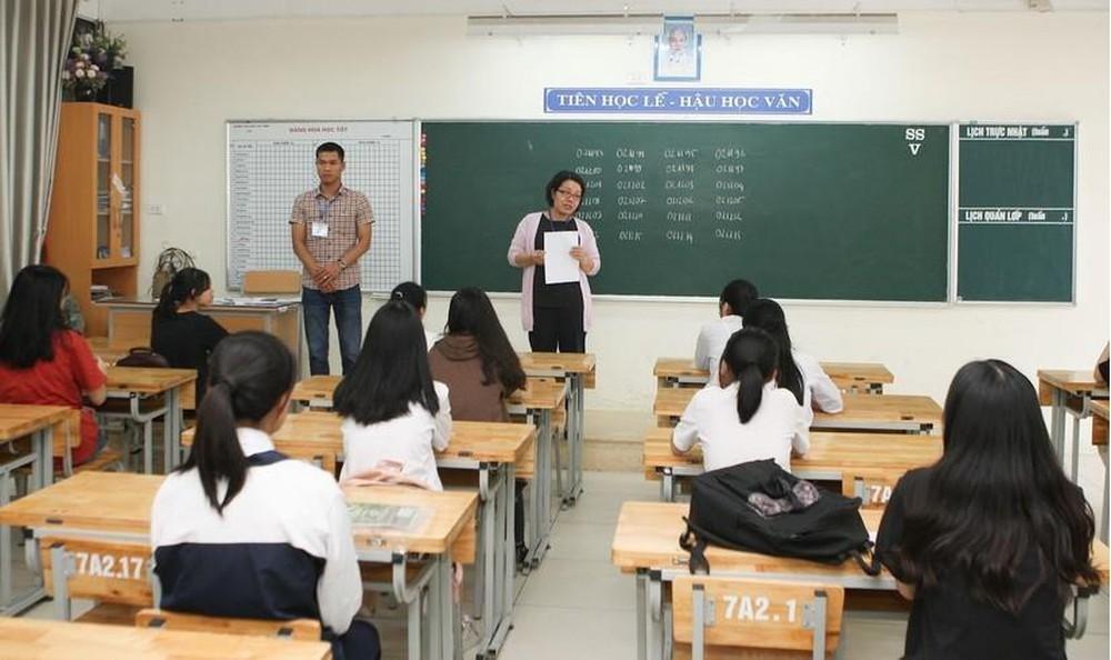 Ảnh cô giáo trên lớp