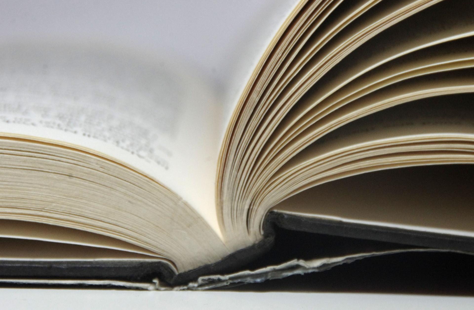 Các Hình ảnh cuốn sách mở ra
