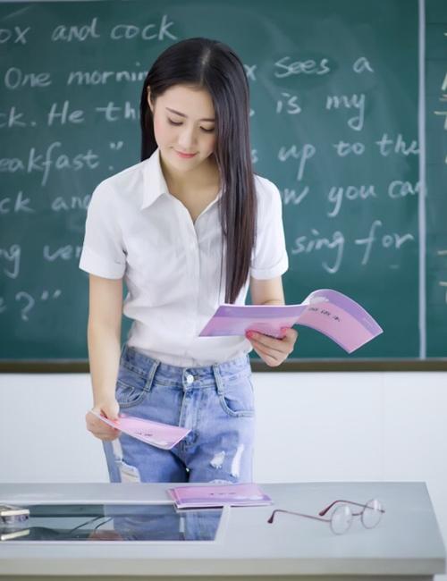 Hình ảnh cô giáo hot girl