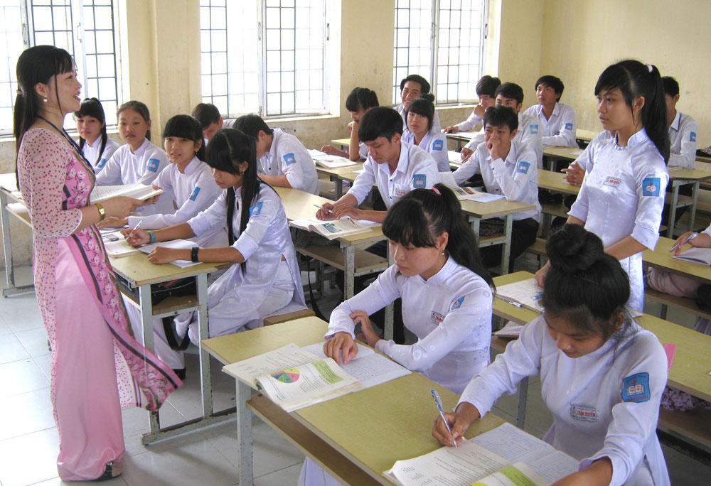 Hình ảnh cô giáo lên lớp