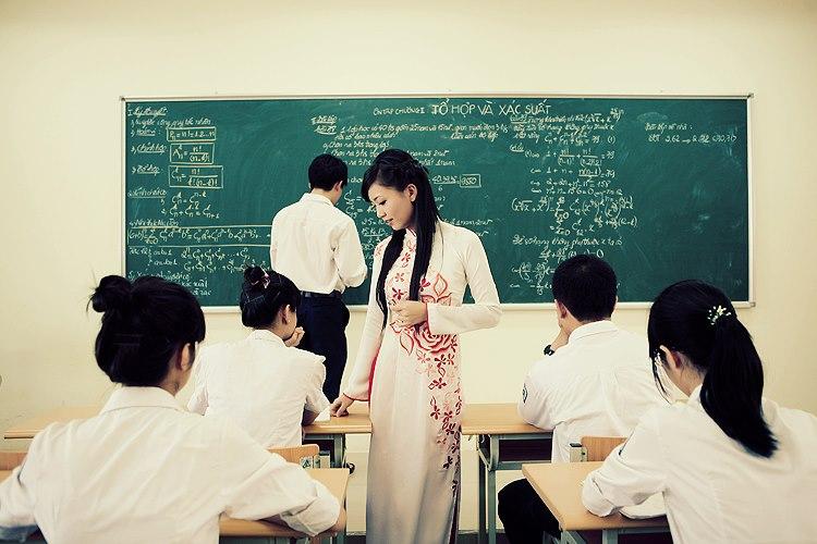 Hình ảnh cô giáo trong tiết tự học