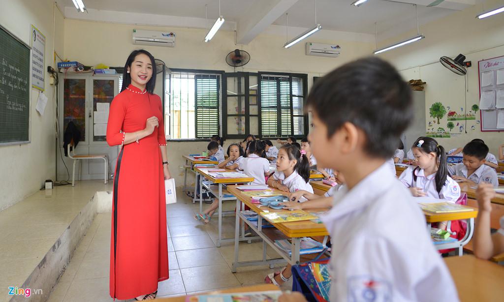 Hình ảnh cô giáo với học sinh