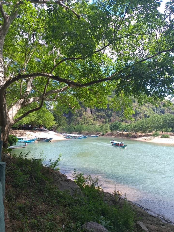 Hình ảnh đi thuyền ở Phong Nha Kẻ Bàng