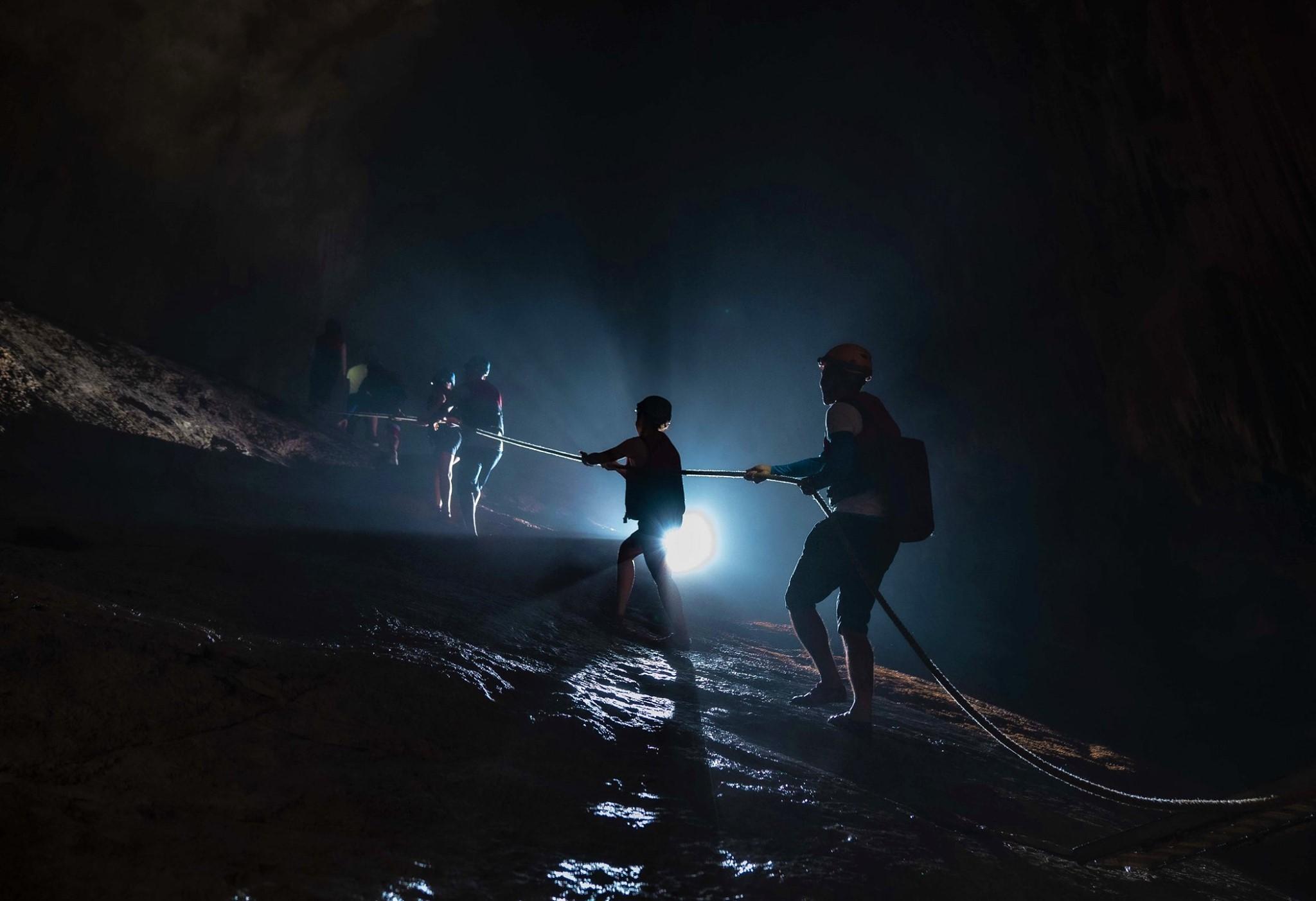 Hình ảnh leo hang Phong Nha Kẻ Bàng