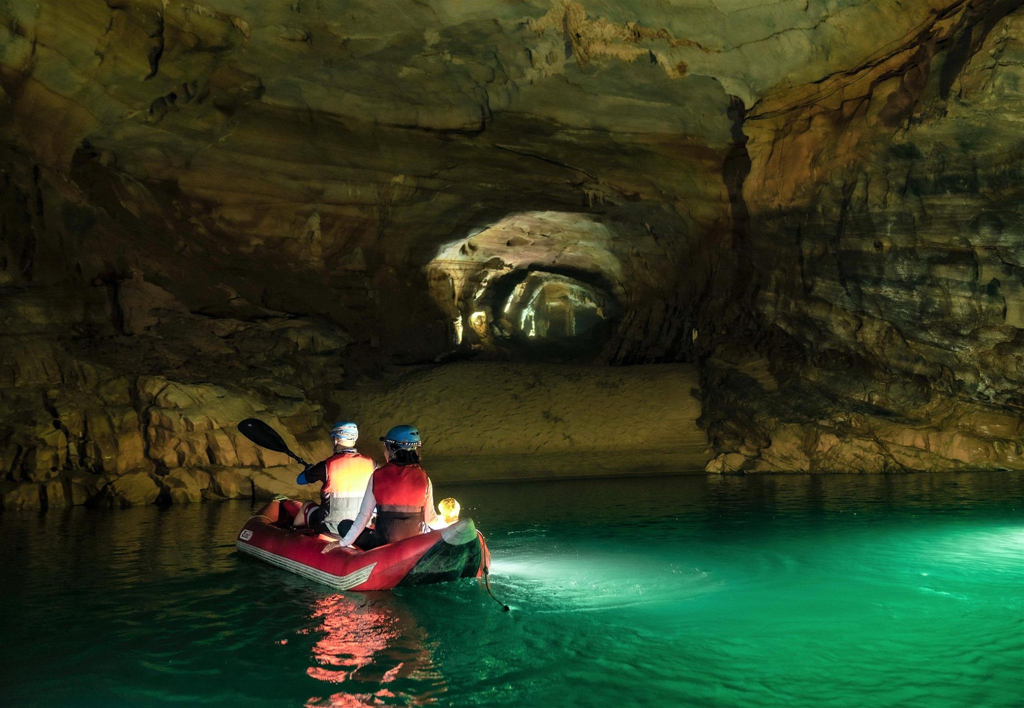 Hình ảnh Phong Nha Kẻ Bàng khám phá hang động