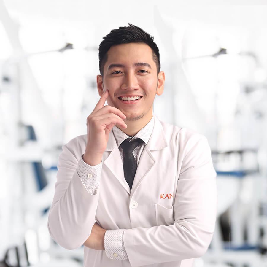 Hình ảnh anh bác sĩ cười rất tươi
