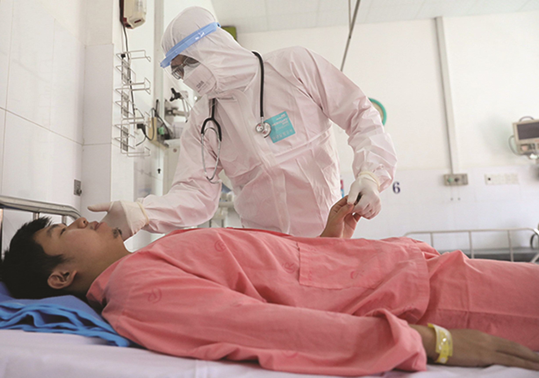 Hình ảnh bác sĩ chăm sóc cho người bị bệnh cực đẹp