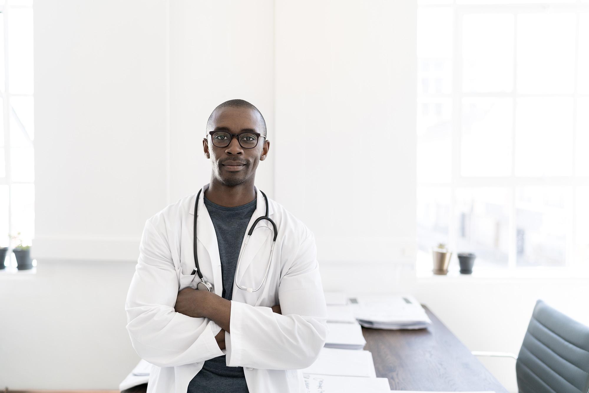 Hình ảnh bác sĩ da đen điển trai